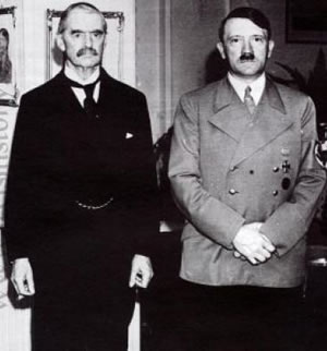 Neville Chamberlain stands with Adolf Hitler (photo)