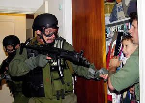 Federal agents seize Elián González